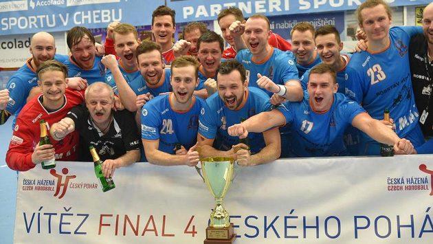 Hráči Plzně se radují ze zisku Českého poháru.