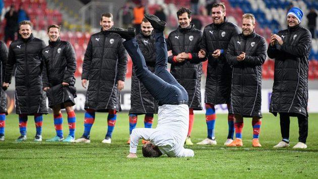 Bude plzeňský trenér Pavel Vrba po ligové nadstavbě metat oslavné kotrmelce?