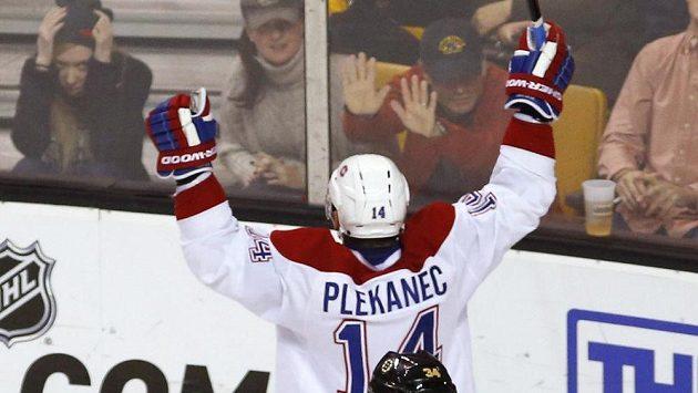 Tomáš Plekanec se raduje ze své trefy v zápase na ledě Bostonu Bruins.