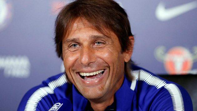 Trenér Chelsea Antonio Conte si na začátku sezóny může vybírat z více než šedesáti profesionálních fotbalistů, které má jeho klub k dispozici.