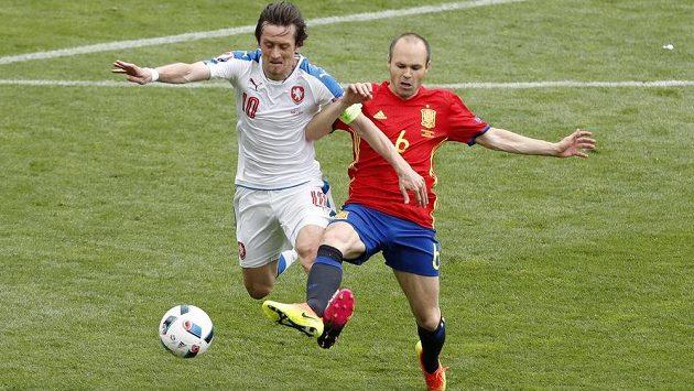 Lídři svých týmů - Tomáš Rosický a Andrés Iniesta ze Španělska.
