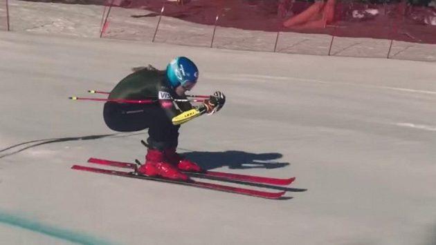 Mikaela Shiffrinová opět trénuje na svazích.