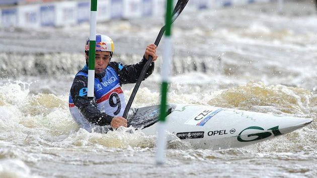 Český vodní slalomář Vavřinec Hradilek během kvalifikace MS v Praze.