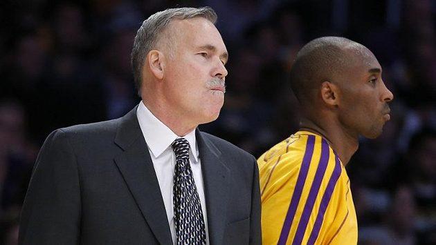 Kouč Lakers Mike D'Antoni se svou největší hvězdou Kobe Bryantem.