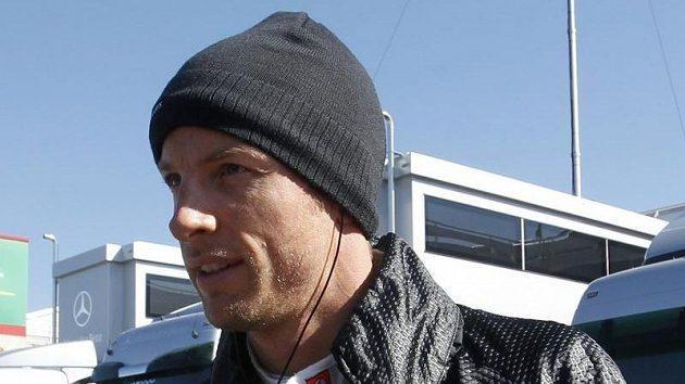 Pilot McLarenu Jenson Button při testech v Barceloně.