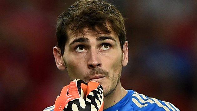 Smutný španělský brankář Iker Casillas.