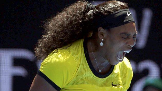 Serena Williamsová nedala ve čtvrtfinále Rusce Marii Šarapovové šanci.