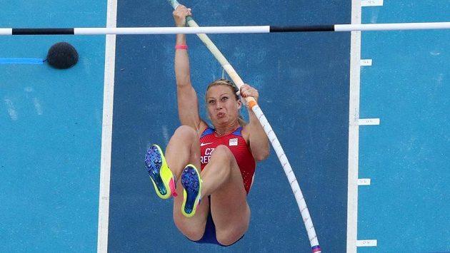 Tyčkařka Jiřina Ptáčníková se do olympijského finále neprobojovala.