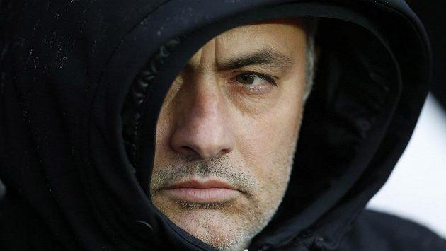 Portugalský kouč Mourinho je před zápasem své Chelsea s Manchesterem ostražitý