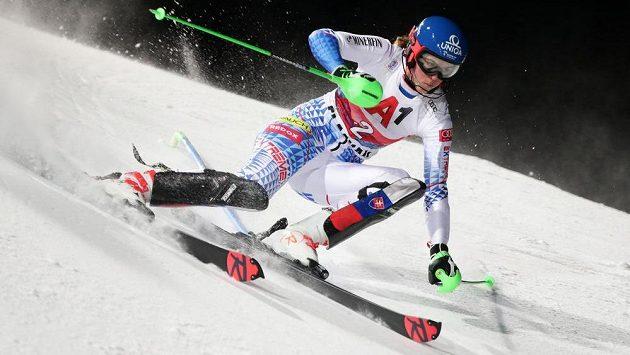 Slovenka Petra Vlhová během slalomu Světového poháru ve Flachau.