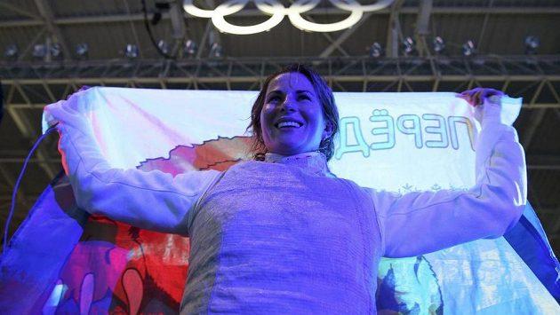 Ruska fleretistka Inna Děriglazovová se raduje z olympijského zlata-