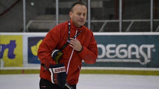 Kouč Petr Novák během tréninku hokejistů Slavie.