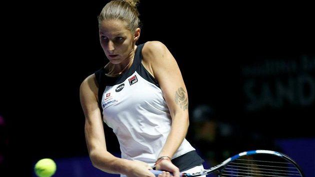 Karolína Plíšková v úvodním utkání Turnaje mistryň proti Španělce Gabriňe Muguruzaové.