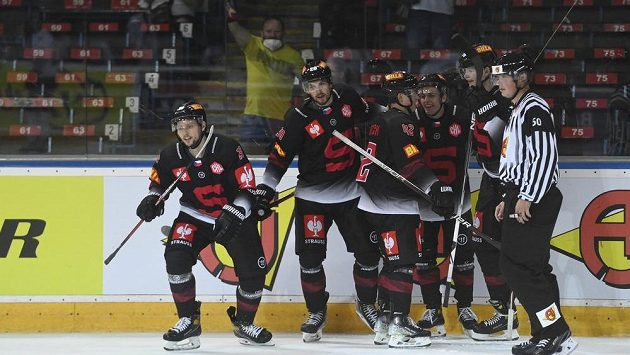 Hráči Sparty se radují z gólu v Lize mistrů proti TPS Turku.