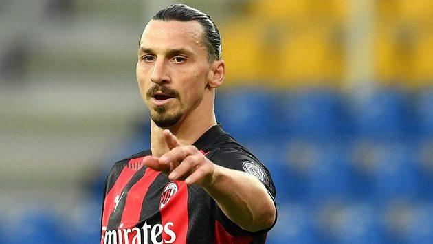 Hvězdný útočník Zlatan Ibrahimovic prodloužil smlouvu s AC Milán i na příští sezonu, během níž oslaví už 40. narozeniny.