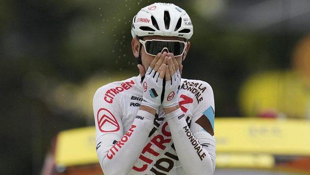 Vítěz deváté etapy Tour de France Australan Ben O'Connor po příjezdu do cíle.
