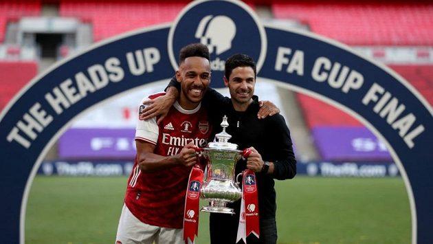 Kapitán Aubameyang a trenér Arteta po vítězství v FA Cupu.