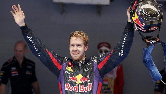 Německý závodník Sebastian Vettel získal v Indii svůj čtvrtý titul mistra světa.