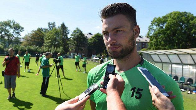 Útočník Tomáš Wágner bude i nadále působit v Karviné.