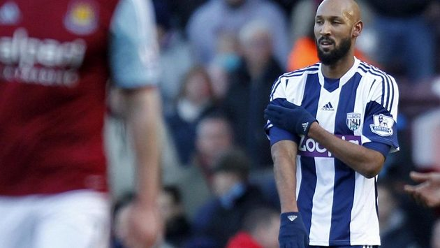 Francouz Nicolas Anelka slavil gól kontroverzním gestem.