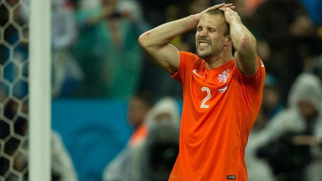 Nizozemský obránce Ron Vlaar vynechá kvalifikační duel Oranjes proti České republice.