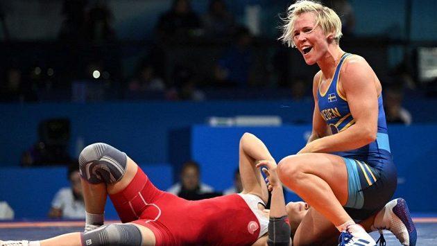 Úřadující vicemistryně světa v zápasu Jenny Franssonová ze Švédska měla pozitivní dopingový test na anabolický steroid.