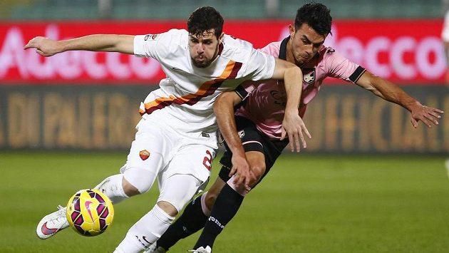 Mattia Destro (vlevo) odchází z AS Řím do AC Milán.