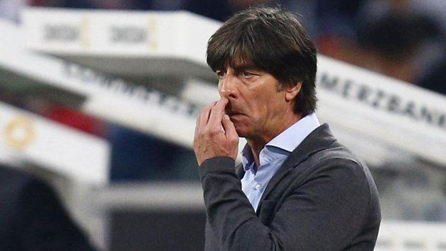 Kouči německé fotbalové reprezentace Joachimu Löwovi (na snímku) dělá starosti marodka.