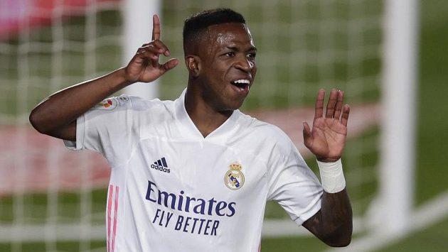 Fotbalista Realu Madrid Vinicius Junior se raduje z gólu proti Valladolidu.