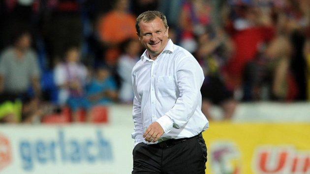 Trenér Pavel Vrba je i po losu kvalifikace vysmátý.
