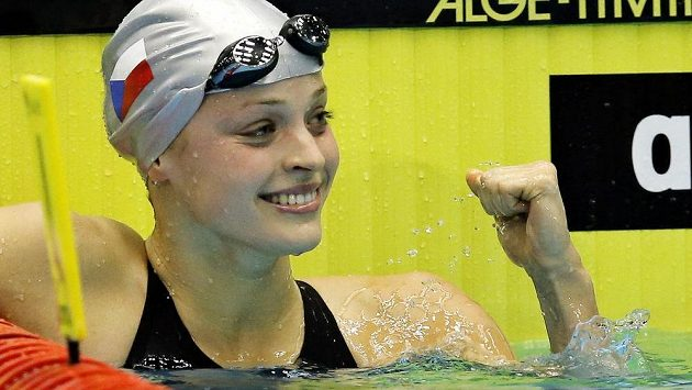 Evropská šampiónka Simona Baumrtová táhne českou štafetu.