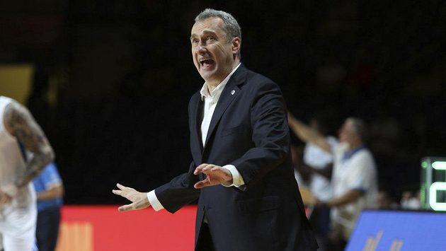 Trenér české basketbalové reprezentace Ronen Ginzburg během zápasu s Řeckem.