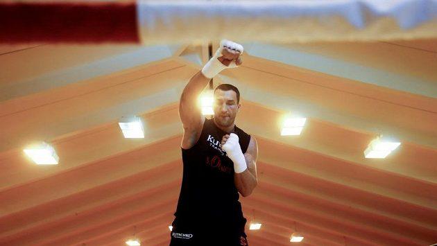 Ukrajinec Vladimir Kličko se připravuje na odvetu s Tysonem Furym, která se však odkládá.