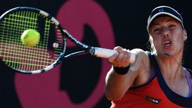 Ruská tenistka Alisa Klejbanovová ve finále Fed Cupu proti Itálii.