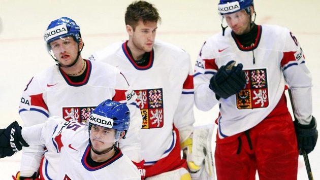 Zklamání v tvářích českých hokejistů (zleva Jiří Tlustý, Jiří Hudler, Pavel Francouz a Petr Tenkrát) po prohře se Švédskem.