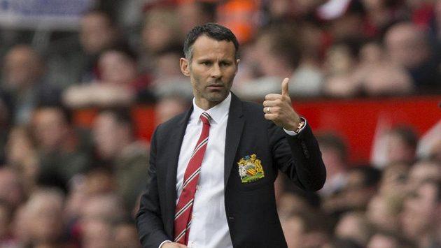Premiéru na lavičce Manchesteru United prožil Ryan Giggs v utkání s Norwichem.