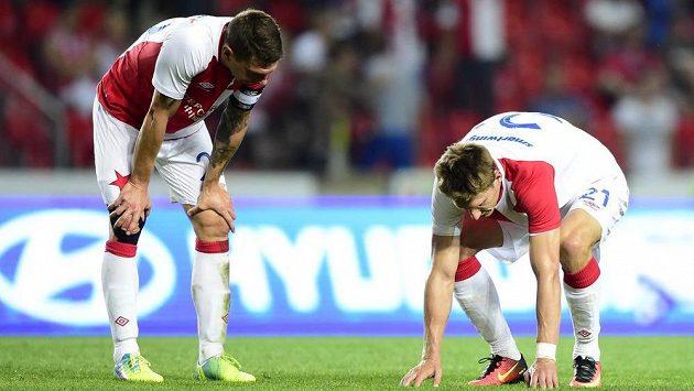 Zklamaní slávisté Jiří Bílek a Milan Škoda (vpravo) po skončení utkání s Anderlechtem.