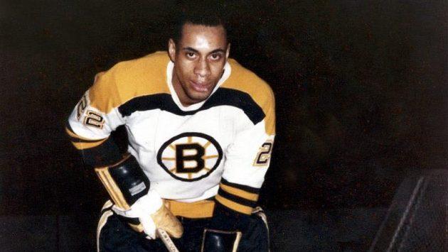 Hokejista Willie O'Ree na archivním snímku v dresu Bostonu v NHL.