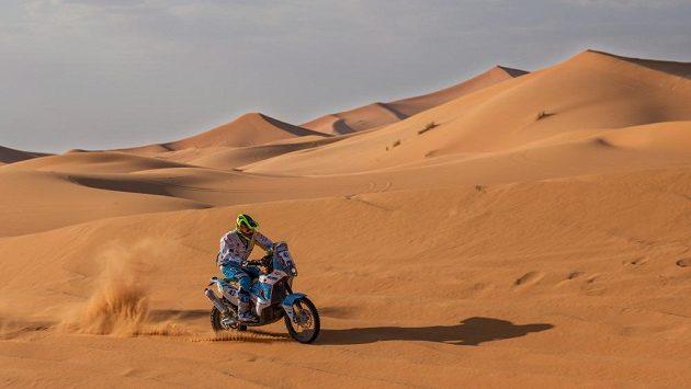 Milan Engel během závodu v Maroku.