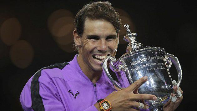 Rafael Nadal, nový šampion US Open s trofejí.