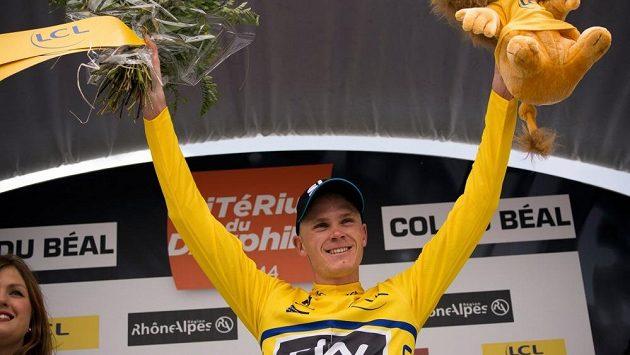 Britský cyklista Chris Froome se raduje z vítězství v druhé etapě Critérium du Dauphiné.