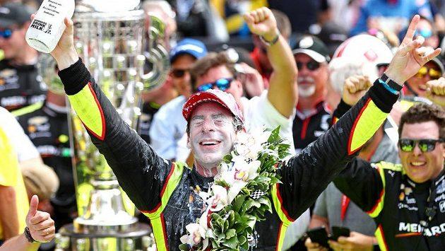 Francouzský pilot Simon Pagenaud vyhrál automobilový závod 500 mil v Indianapolis.