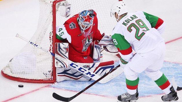 Obránce Jan Kolář při Utkání hvězd KHL. Z téhle šance gól ještě nedal.