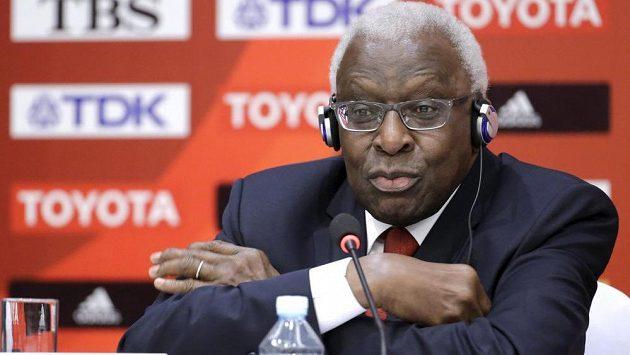 Někdejší prezident IAAF Lamine Diack, který se měl podílet na podivných operacích kolem dopingových vzorků.