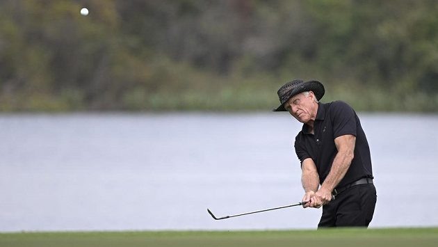 Slavného golfistu Grega Normana trápí koronavirus.