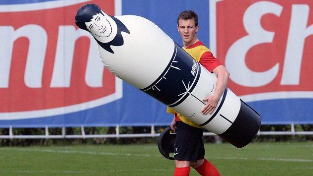 Český reprezentant Vladimír Darida na tréninku Freiburgu už netrpělivě vyhlíží páteční start bundesligové sezóny.