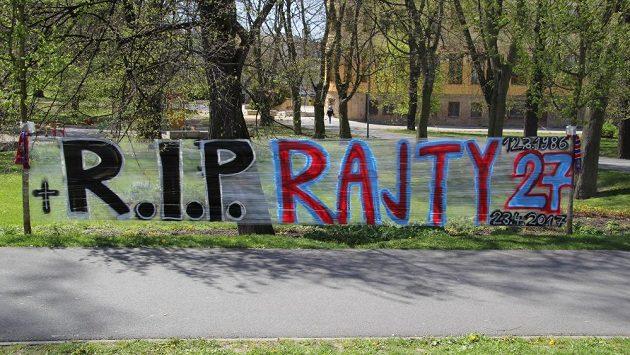 Fanoušci v Plzni truchlí za zesnulého Františka Rajtorala.