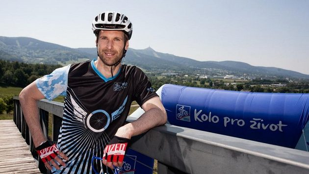 Petr Čech vyměnil brankářskou výbavu za cyklistikou při seriálu Kolo pro život už v minulém roce, kdy absolvoval závod pod libereckým Ještědem.