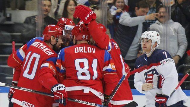 Rusové se radují z druhé branky.