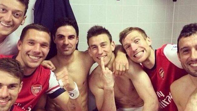 Hráči Arsenalu po zápase s Hullem.